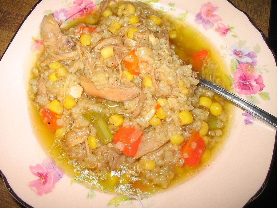 1280px-Turkey_Soup_Stew_With_Rice